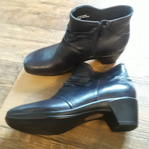Leather Navy Ankle Boots or Bootie Sz 8